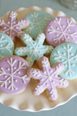 pastel-snowflake-cookies